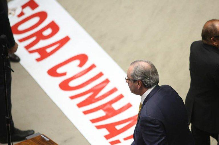 Cassado, Cunha volta sua mira para o governo Temer