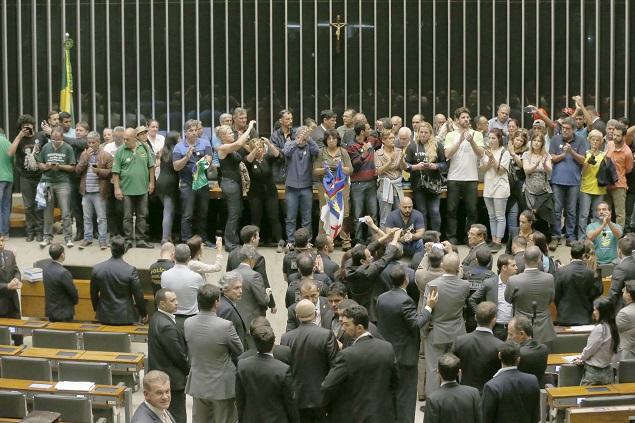 Edmilson Rodrigues – Grupo de extrema-direita invade plenário da Câmara dos Deputados