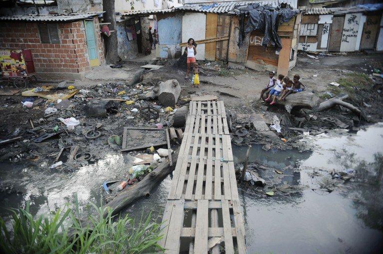 Seis brasileiros têm a mesma riqueza que os 100 milhões mais pobres