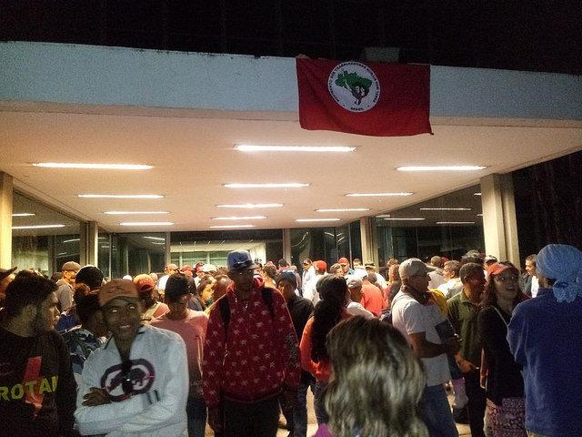 MST ocupa Ministério do Planejamento em Brasília contra cortes na reforma agrária