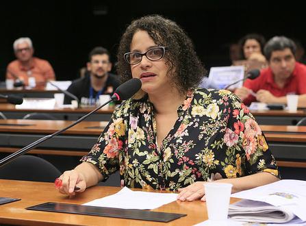 Luciana: Temer põe Brasil na contramão do desenvolvimento mundial