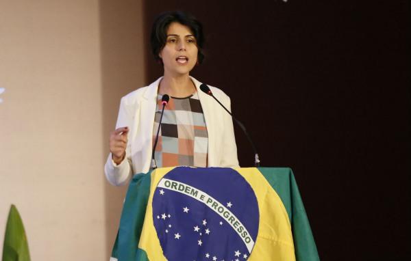 Manuela D´Ávila: reforma trabalhista, ruim na Espanha, pior no Brasil