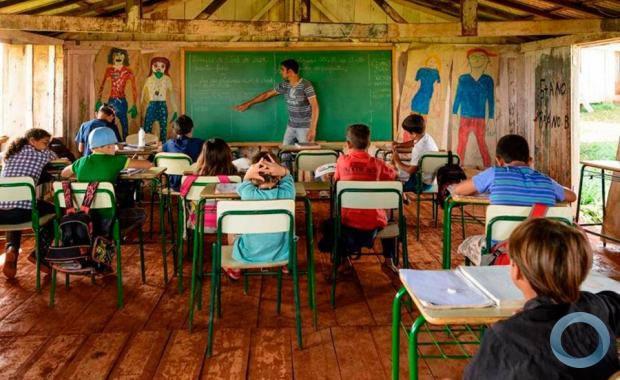Queda no número de alunos, agronegócio e falta de investimento fecham escolas no Pará