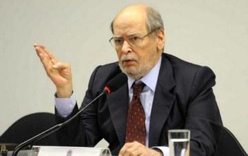 Ex-presidente do STF diz que Lula sofre a maior perseguição desde Getúlio