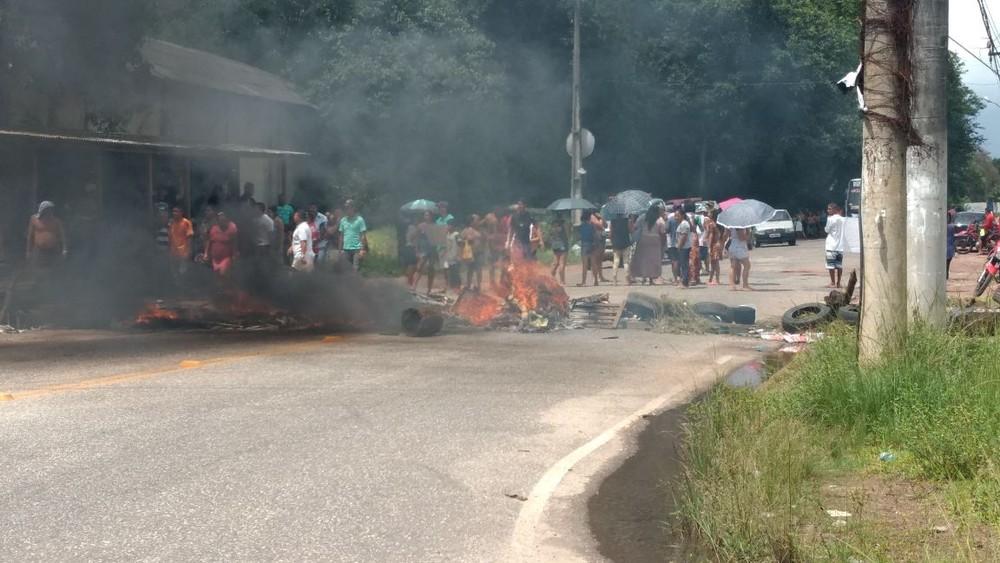 Moradores protestam contra desapropriação de comunidade no Benfica