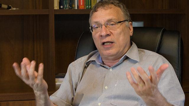"""Greve dos caminhoneiros: medidas do governo são """"puxadinho"""", diz Eugênio Aragão"""