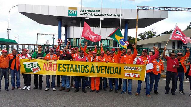 Petroleiros anunciam greve por redução do preços do gás de cozinha e combustíveis