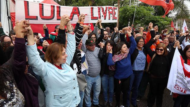 RESISTÊNCIA: Movimentos populares convocam militância para solidariedade a Lula