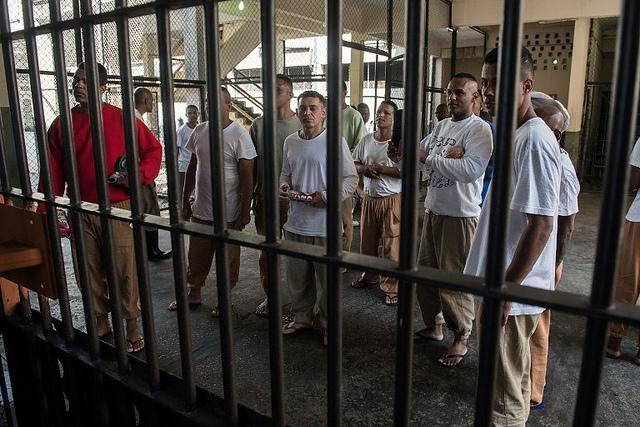 Governo Bolsonaro deve estimular superlotação e privatização dos presídios; entenda