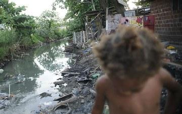 Dois anos do Teto Gastos: Brasil vive volta da mortalidade e o aumento da pobreza